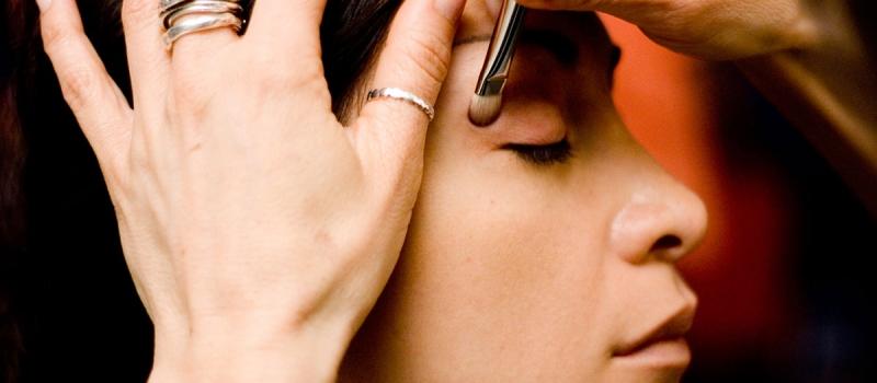 applying_eye_cosmetics